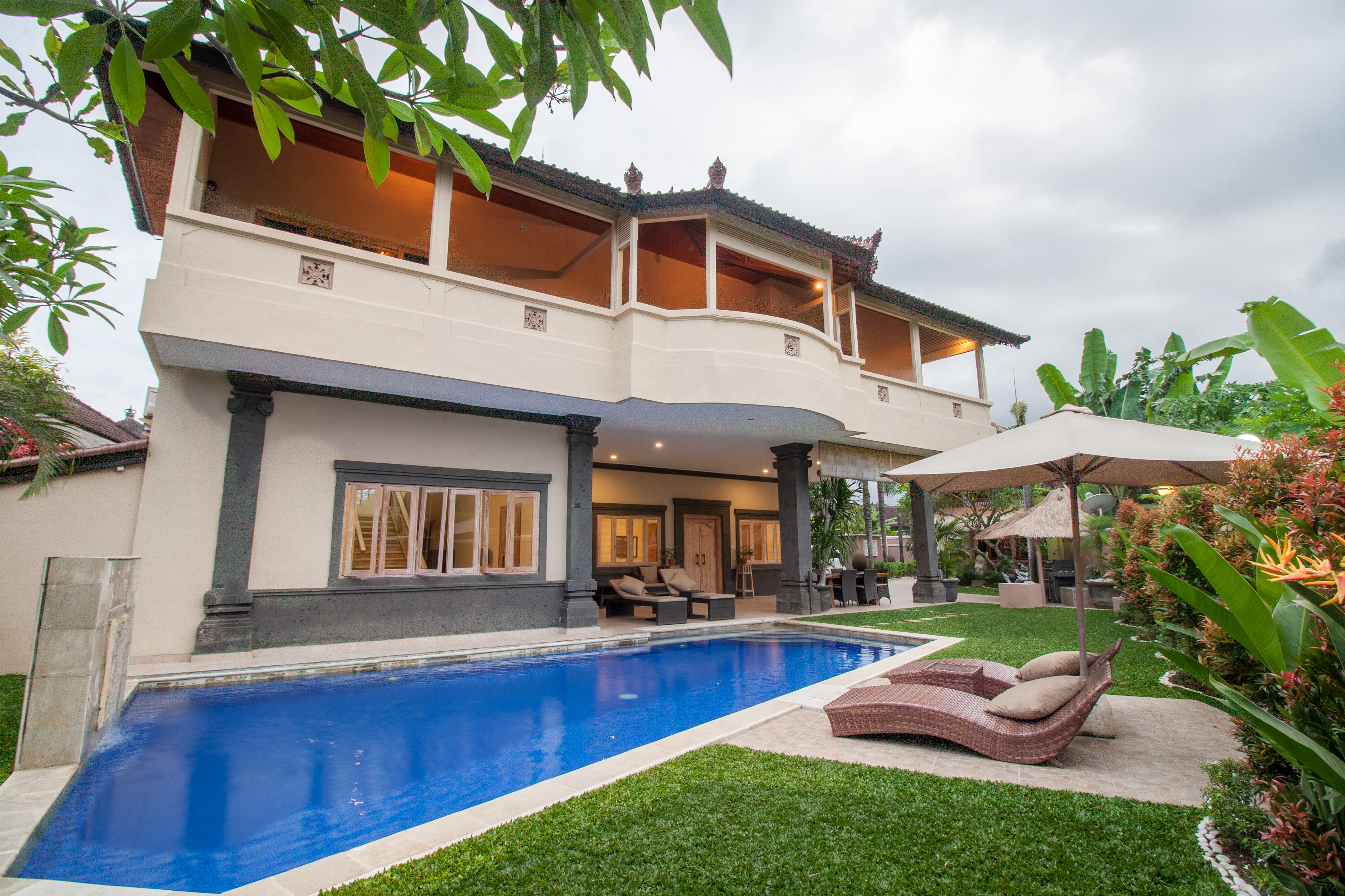 Large 5 Bed Villa & Pool with Rice Field and Ocean Views