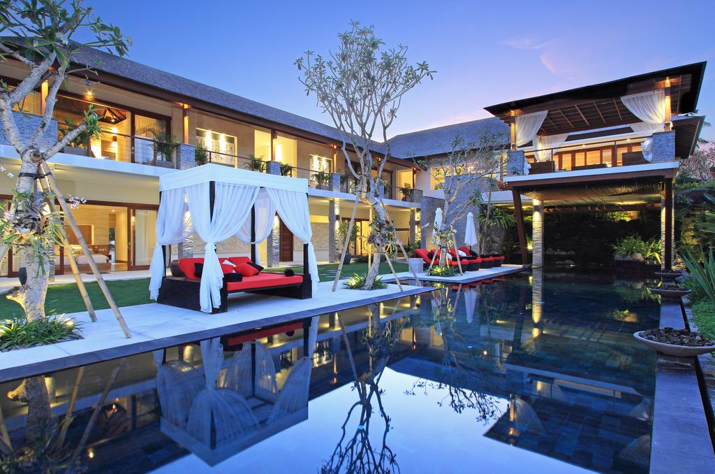 Luxury 5 bed Villa in Canggu with Commercial licence.